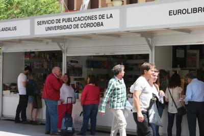 Vista del stand del Servicio de Publicaciones en la Feria del Libro
