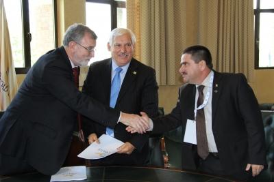 De izquierda a derecha, el rector de la UCO con Victor Manuel Villalobos y Mauricio Lastra