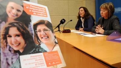 De izq. a dcha.Trinidad Moreno y Mercedes Osuna