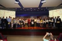 Premiados y autoridades al finalizar la Gala