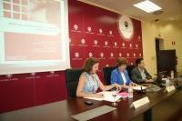 De izq.  dcha, Anabel Carrillo, Julia Angulo y Fernando Fuentes