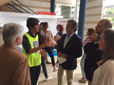 Alfonso García-Ferrer y Enrique Quesada durante su recorrido por la muestra
