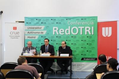 De izquierda a derecha, José Manuel Pingarrón, José Carlos Gómez Villamandos y Santiago Romo