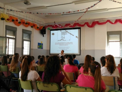 Octavio Salazar durante la conferencia