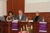 Un momento de la conferencia impartida en el Aula Magna de la Facultad de Filosofía y Letras.