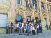 Integrantes del proyecto COSMIC en la puerta del Rectorado.