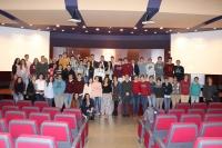 Imagen de los escolares que han asistido a la actividad LeeCiencia en el Salón de Actos del Rectorado.