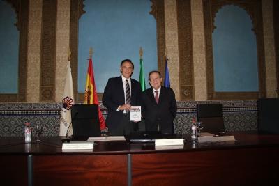 Luis López Bellido analiza en un nuevo libro el papel de la agricultura en la estrategia de secuestro de carbono