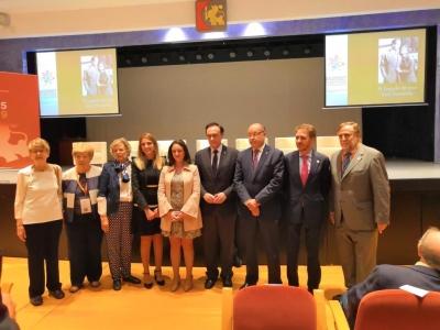Autoridades asistentes al acto de homenaje al fundador de la ETSIAM