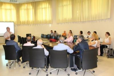 Imagen de la reunión mantenida esta mañana en el Rectorado