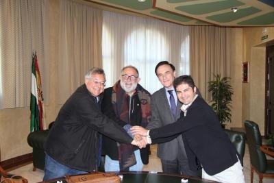 de izqda. a dcha. Juan Vicente Delgado, Sebastiao Cunha, José Carlos Gómez Villamandos y Javier Fernández tras recibir la insignia