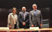 De izquierda a derecha, Isabel Ambrosio, Manuel Torres y Juan Espadas