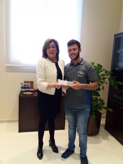 David Vázquez Vizcaíno, estudiante de Grado de Ingeniería Mecánica, gana el Ipad sorteado en la I Feria de Posgrado