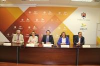 De izquierda a derecha, José Juan Aguilar, Concepción Espejo, José Carlos Gómez Villamandos, Julieta Mérida y Blas Sánchez durante la firma del convenio