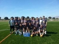 El equipo de futbol de la UCO posa con el trofeo conquistado