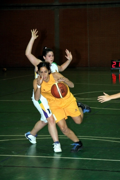 Un momento del encuentro del baloncesto femenino