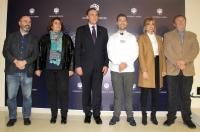 De izquierda a derecha, Luis Medina, Carmen Balbuena, José Carlos Gómez Villamandos, Juan José Ruiz Álvarez, Remdios Romero y Rafael Moreno, previamente a la firma del acuerdo.