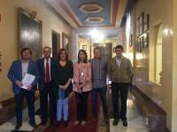 Foto de familia de participantes en la reunión de la Cátedra
