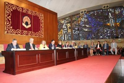 Mesa presidencial del acto de clausura del curso académico de la Cátedra Intergeneracional