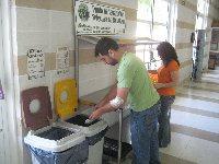 El SEPA pone en marcha la Campaña R3 ( ' residuos al cubo'), una experiencia piloto para la separación selectiva de residuos en las cafeterías y comedores universitarios.