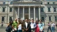 Los estudiantes cordobeses ante la fachada del Congreso