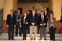 El rector, con representantes de los Ayuntamientos particpantes y responsables de la Cátedra Intergeneracional.