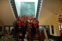 Los tunos en la escalera del Círculo de la Amistad
