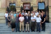 En el centro, el vicerrector Enrique Quesada con los participantes en la reunión internacional
