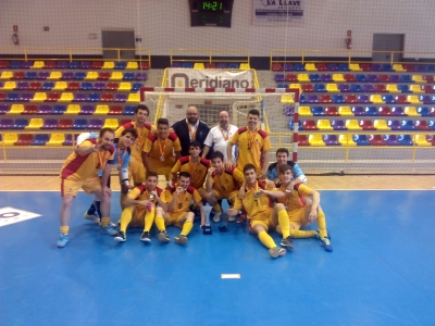 Equipo de Fútbol Sala con sus medallas