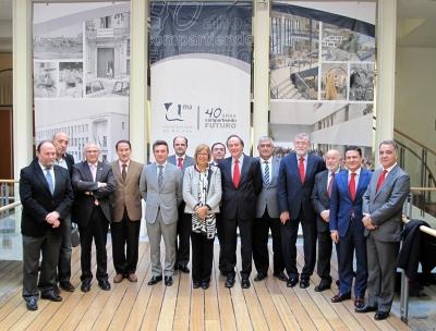 Rectores de las universidades andaluzas  y directivos del Santander tras la presentación