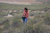 El investigador de la UCO José Luis Quero toma muestras en el norte de Marruecos