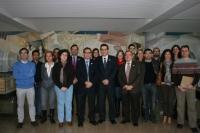 Avelino Corma, en el centro, junto al decano de Ciencias, Manuel Blázquez, y otros investigadores