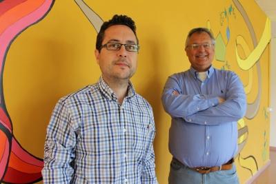 Los investigadores José Manuel León y Juan Vicente Delgado (en segundo término), del Departamento de Genética de la UCO