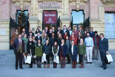 Foto de familia de alumnos y autoridades