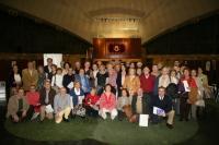 Estudiantes e investigadores al final del Café con Ciencia