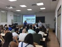 Julieta Mérida y Álvaro Martínez durante la presentación de la oferta de Posgrado
