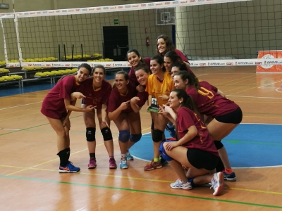 El equipo con el trofeo