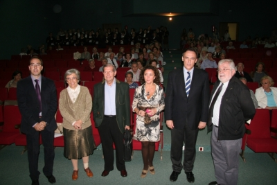 Las autoridades académicas posan minutos antes de comenzar el acto de Apertura de Curso de la Cátedra Intergeneracional