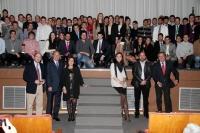Foto de familia de deportistas y autoridades en el acto de clausura de Interagrónomos 2012