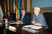 En primer término Sánchez Ron, junto al rector José Manuel Roldán y el delegado de Economía, Innovación y Ciencia y Empleo en Córdoba, José Ignacio Expósito