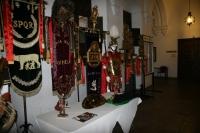 Enseñas y accesorios de la centuria romana Munda en las galerias de la Facultad