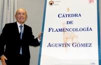 Agustín Gómez, el 25 de abril de 2016, tras descubrir la placa de la Cátedra con su nombre