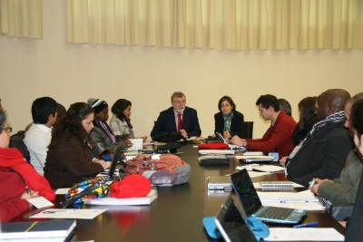 El rector y la coordinadora del proyecto, junto a los integrantes del mismo
