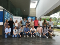 Foto de familia de profesorado y participantes en el curso