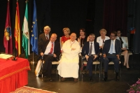 Las profesores de la UCO Amelia Sanchís, Carmen Galán y José Suárez de Lezo reciben las distinciones de la ciudad