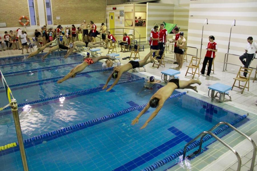 Piscinas pblicas piscinas permanecern abiertas hasta for Cuando abren las piscinas en madrid