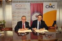 Bernabé Galán y José Carlos Gómez Villamandos en un momento de la firma del convenio