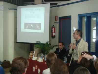 Octavio Salazar durante la presentación