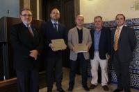 El vicerrector de Innovación, Transfernecia y Campus de Excelencia, Enrique Quesada (centro), junto a los autores de la obra y el coordinador editorial