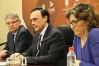 De izquierda a derecha, Lorenzo Salas, José Carlos Gómez Villamandos y Mª del Mar García Cabrera, en la presentación del nuevo Grado
